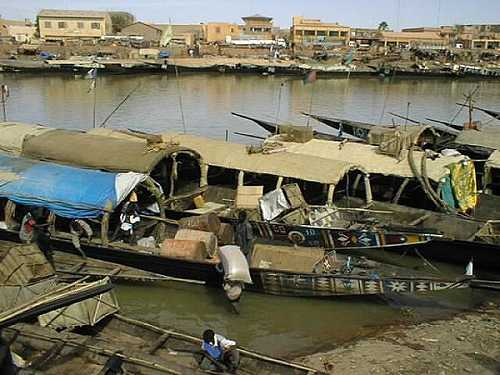 Mopti is a lively harbor town and is one of the main tourist hubs in Mali. Mopti lies on the Niger and Bani rivers and is one of the main trade routes leading up to the Saharan Desert.